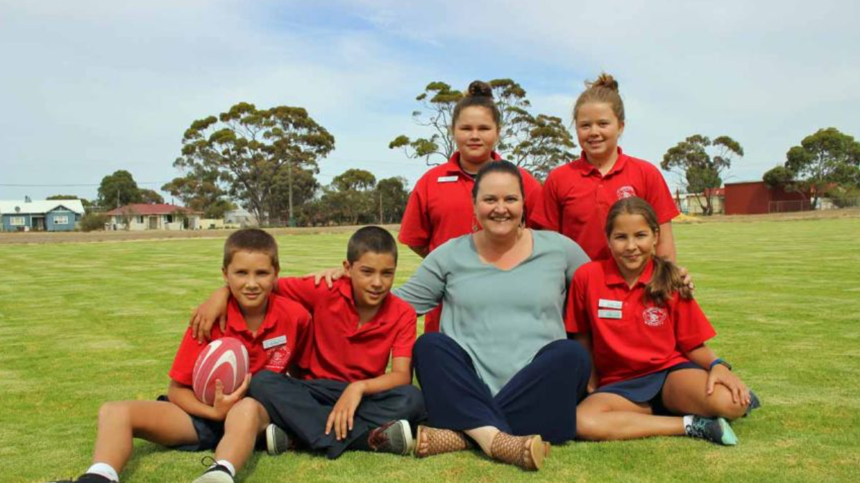 ABC News - Gnowangerup's Students Have Green Grass To Play On